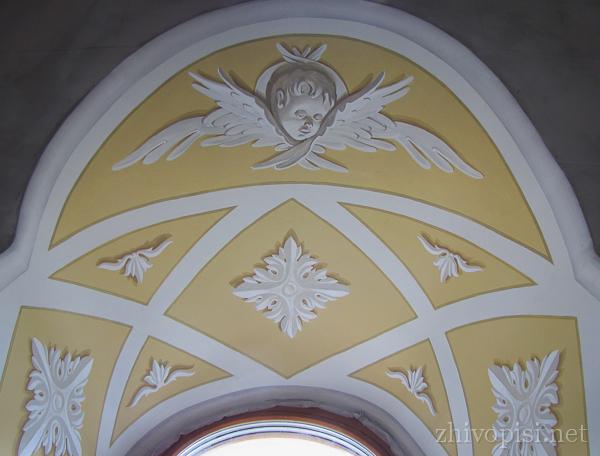 альфрейная роспись: изображение серафима на окне